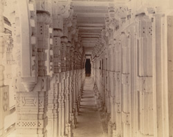 Corridor in the Vallabhai Tuk, Satrunjaya
